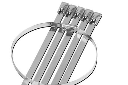使用不锈钢扎带绑扎路牌有哪些优势?
